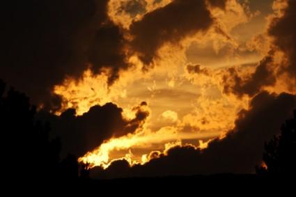 beautiful_bright_cloud_270591